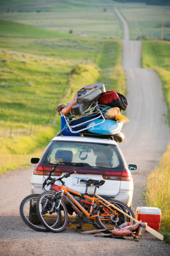 Weekend Activities「Car loaded with vacation gear on empty road」:スマホ壁紙(7)