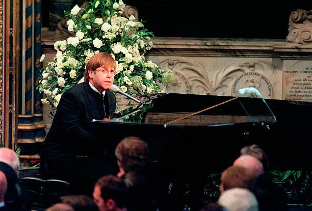 (FILE) Singer Elton John To Turn 60:ニュース(壁紙.com)