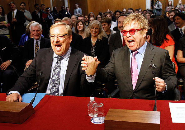 Alternative Pose「Sir Elton John Testifies Before U. S. Congress to Urge Critical Support in Global Fight Against HIV/AIDS」:写真・画像(5)[壁紙.com]