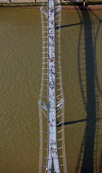 Physical Geography「The Millennium Bridge, London, 2006」:写真・画像(6)[壁紙.com]
