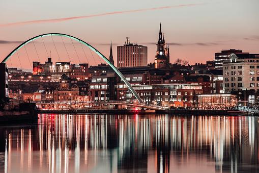 Newcastle-upon-Tyne「The Millennium Bridge at Sunset」:スマホ壁紙(15)