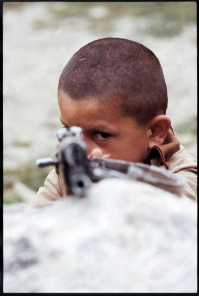 Middle East「Armed Kurdish Boy」:写真・画像(2)[壁紙.com]