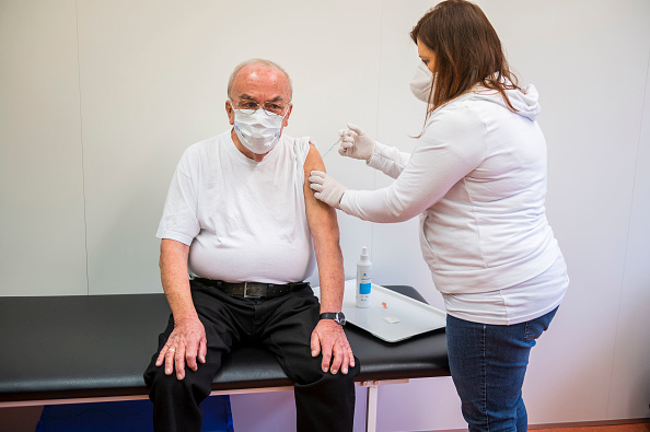 Thomas Lohnes「Rhineland-Palatinate Opens Its Vaccine Centers」:写真・画像(4)[壁紙.com]