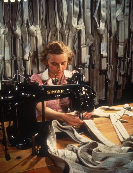North America「Sewing Parachute Harnesses」:写真・画像(14)[壁紙.com]