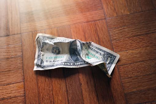 Economic fortune「old wrinkled American one dollar bill」:スマホ壁紙(2)