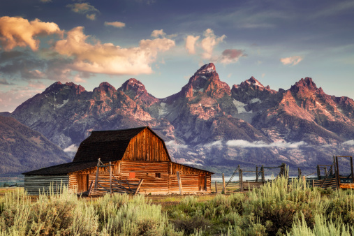 Wild West「Moulton Barn and Tetons in Morning Light」:スマホ壁紙(17)