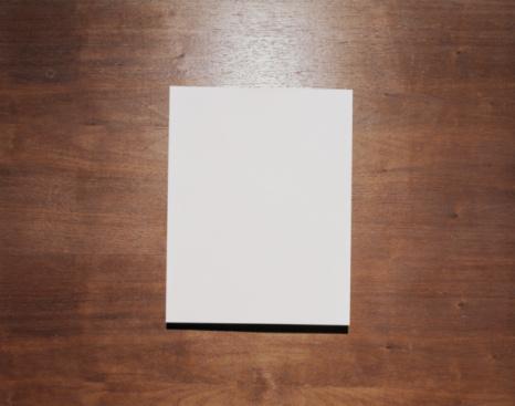 Document「Blank paper on wood background」:スマホ壁紙(16)