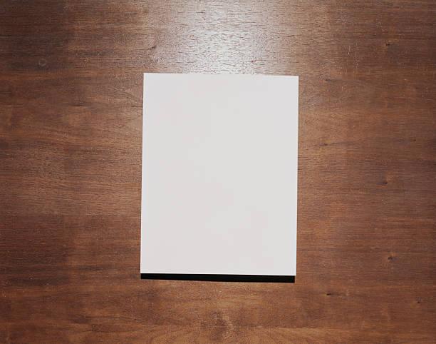 Blank paper on wood background:スマホ壁紙(壁紙.com)