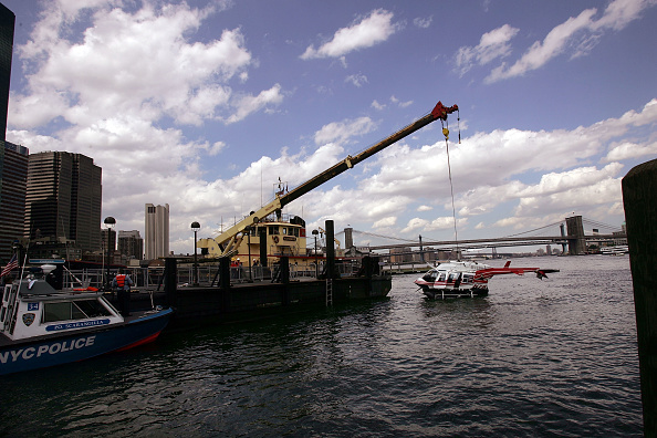 East River「Tourist Helicopter Crashes Into East River in New York City」:写真・画像(2)[壁紙.com]