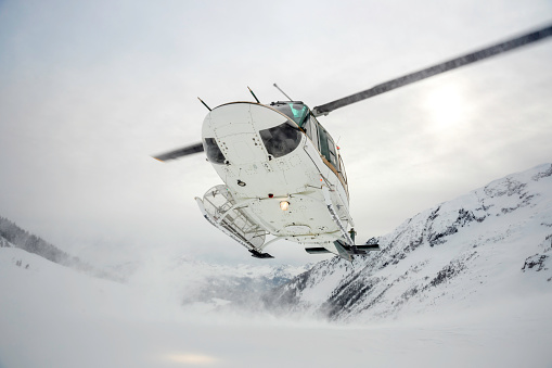 Back Country Skiing「Helicopter Landing on Mountain Summit, Heli-Skiing」:スマホ壁紙(16)