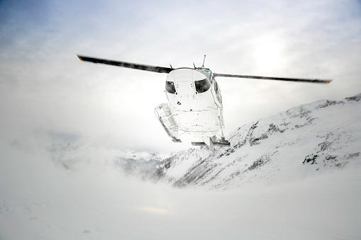 Back Country Skiing「Helicopter Landing on Mountain Summit, Heli-Skiing」:スマホ壁紙(15)