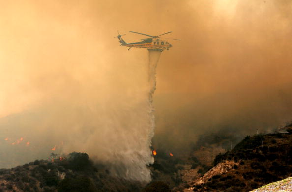 California State Route 1「Santa Ana Winds Stoke Wildfires In Southern California」:写真・画像(2)[壁紙.com]