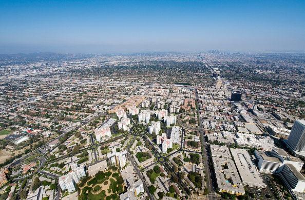 Copy Space「Helicopter Aerial View of Residential Inner City Los Angeles, California, USA」:写真・画像(17)[壁紙.com]