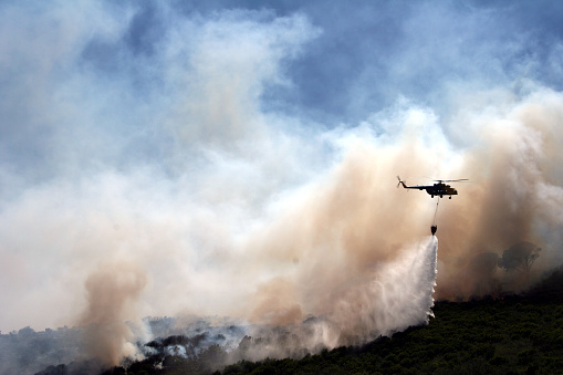 Accidents and Disasters「Helicopter with Water Over Forest Fire」:スマホ壁紙(7)