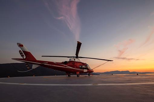 Blade「Helicopter parking landing on offshore platform, Helicopter transfer passenger」:スマホ壁紙(16)