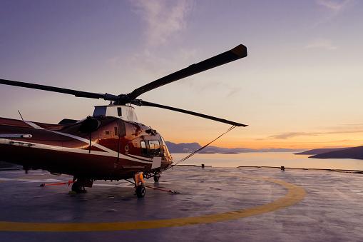 Helicopter「Helicopter parking landing on offshore platform, Helicopter transfer passenger」:スマホ壁紙(2)