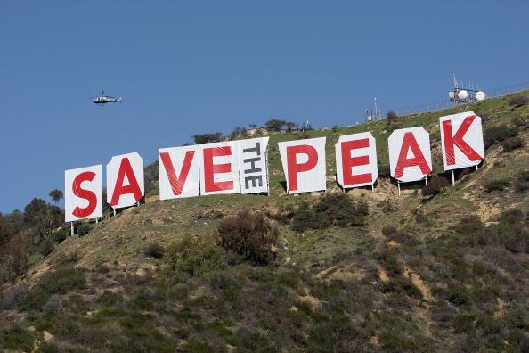 Hollywoodland「Famed Hollywood Sign Covered In Protest Of Possible Peak Development」:写真・画像(7)[壁紙.com]