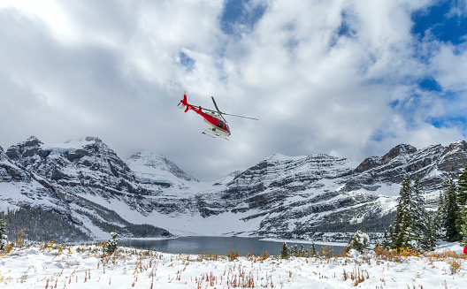 Mt Assiniboine「Helicopter at Assiniboine Lodge and Magog Lake」:スマホ壁紙(5)