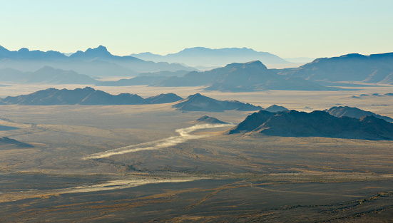 Dirt Road「Helicopter aerial view of the wide open space, with the diminishing perspective of the mountain ranges. Namib-Naukluft National Park, Namibia. Horizontal full colour image.」:スマホ壁紙(5)