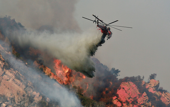 Southern California「250,000 Evacuated In Southern California As Woolsey Fire Torches Over 80,000 Acres」:写真・画像(1)[壁紙.com]