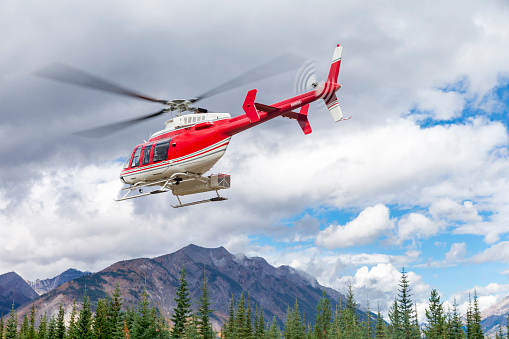 Mt Assiniboine Provincial Park「Helicopter in the air」:スマホ壁紙(5)