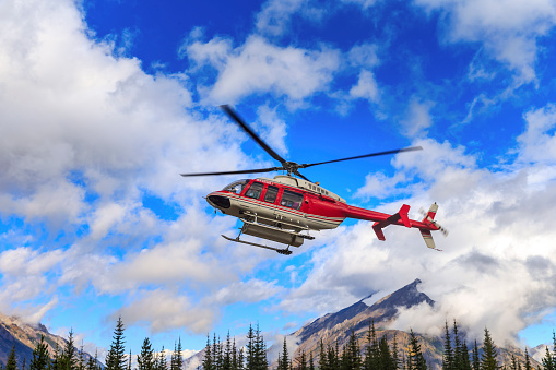 Mt Assiniboine Provincial Park「Helicopter in the air」:スマホ壁紙(11)