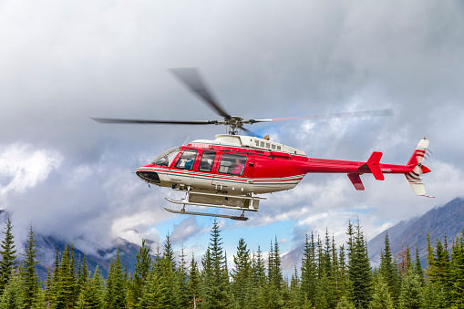 Mt Assiniboine Provincial Park「Helicopter in the air」:スマホ壁紙(1)