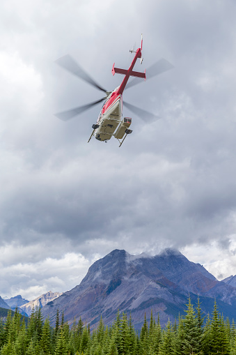 Mt Assiniboine Provincial Park「Helicopter in the air」:スマホ壁紙(10)