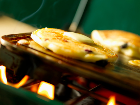 Camping Stove「Blueberry Pancakes on a Camping Grill」:スマホ壁紙(19)