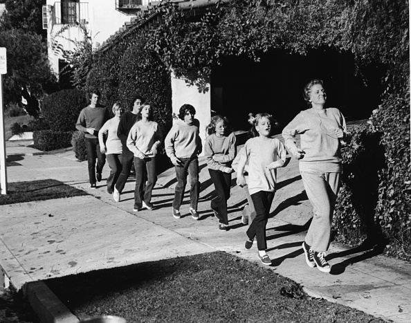 subUrbia - Named Work「'The Brady Bunch' Goes Jogging.」:写真・画像(19)[壁紙.com]