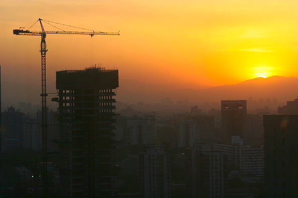 Economy「A crane silhouetted at the sundown in the CBD area of Beijing」:写真・画像(10)[壁紙.com]