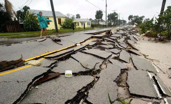 Broken「Hurricane Frances Hits Florida's East Coast」:写真・画像(17)[壁紙.com]