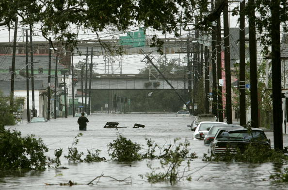 Natural Disaster「Hurricane Katrina Hits Gulf Coast」:写真・画像(11)[壁紙.com]