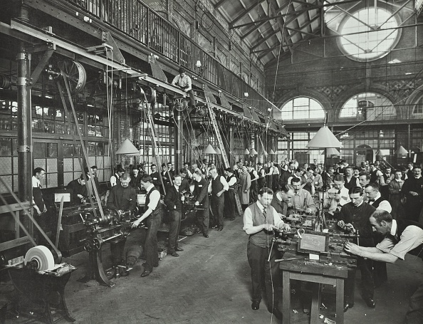 Avenue「Male Munitions Workers In Engineering Shop, School Of Building, Brixton, London, 1915. .」:写真・画像(14)[壁紙.com]