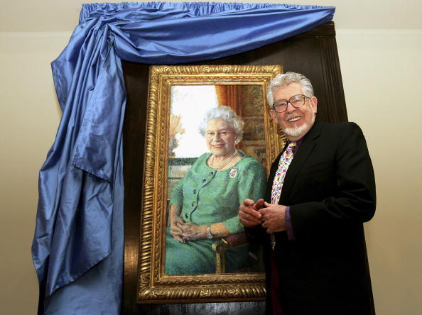Art Product「Rolf Harris's Portrait Of The Queen Unveiled」:写真・画像(9)[壁紙.com]