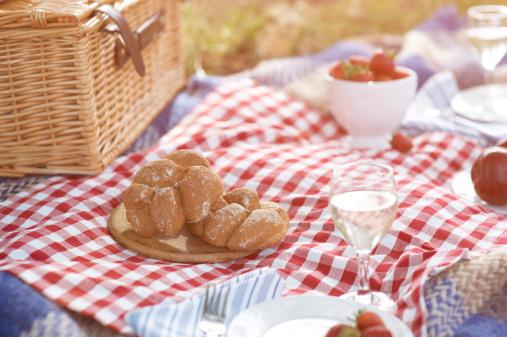 White Wine「Close up of picnic spread.」:スマホ壁紙(4)