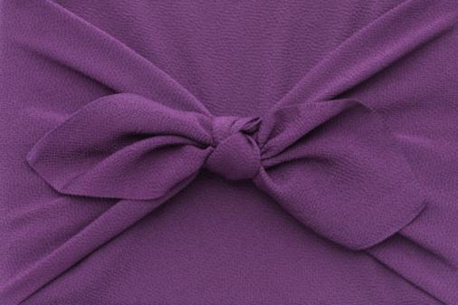 プレゼント「Close up of box wrapped in purple cloth, full frame」:スマホ壁紙(10)