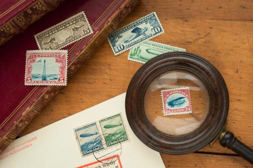 アンティーク「Close up of stamps collection and magnifying glass」:スマホ壁紙(9)