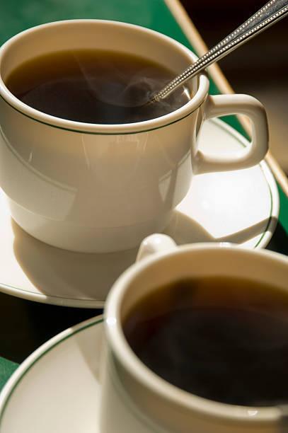 Close up of two coffee cups:スマホ壁紙(壁紙.com)