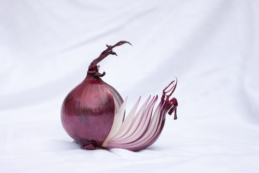 Spanish Onion「Close up of sliced red onion」:スマホ壁紙(13)
