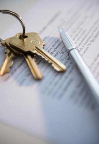 House Key「Close up of keys and document, studio shot」:スマホ壁紙(16)