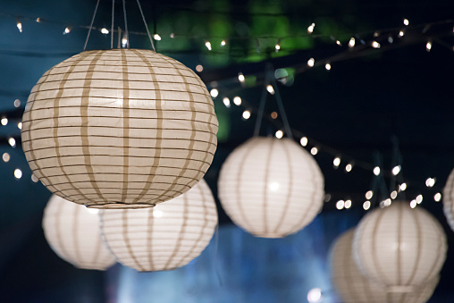 Paper Lantern「Close up of paper lanterns and string lights at night」:スマホ壁紙(9)