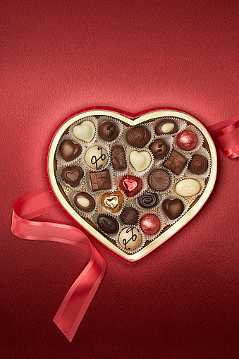 Milk Chocolate「Close up of heart-shaped box of chocolates」:スマホ壁紙(11)