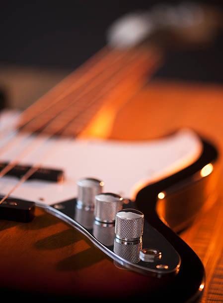Close up of volume knobs of bass guitar:スマホ壁紙(壁紙.com)