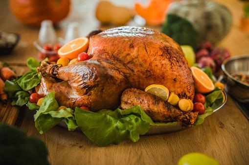 Stuffed Turkey「Close up of roasted stuffed turkey on Thanksgiving day.」:スマホ壁紙(6)