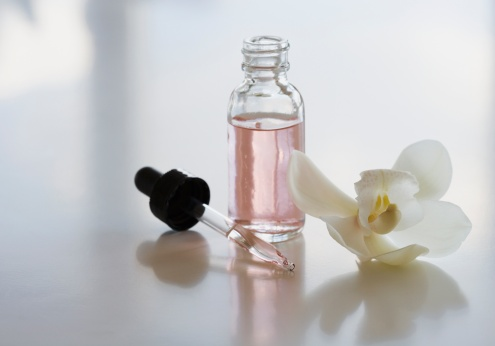 flower「Close up of flower and bottle of oil」:スマホ壁紙(15)
