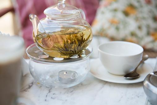 Teapot「Close up of tea steeping in teapot」:スマホ壁紙(13)