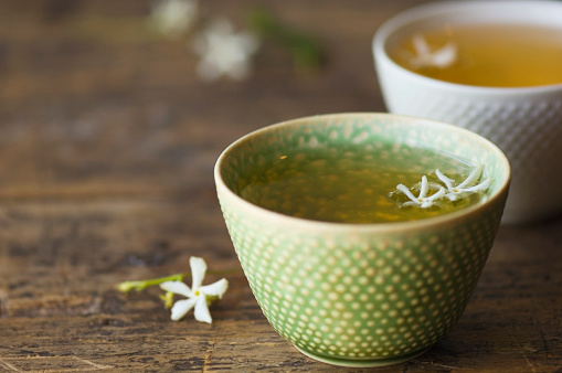 温かいお茶「Close up of jasmine tea in teacup」:スマホ壁紙(5)