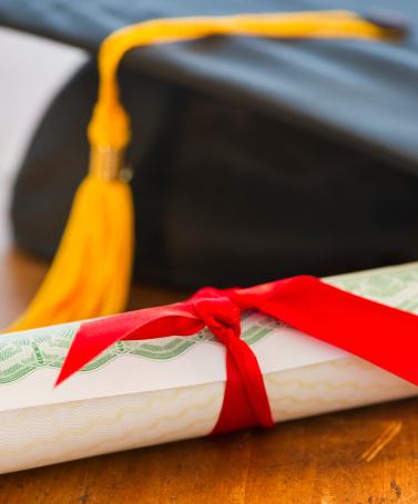 Graduation「Close up of diploma and mortarboard, studio shot」:スマホ壁紙(1)