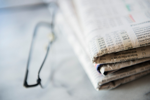 Information Medium「Close up of business newspaper with stocks」:スマホ壁紙(17)